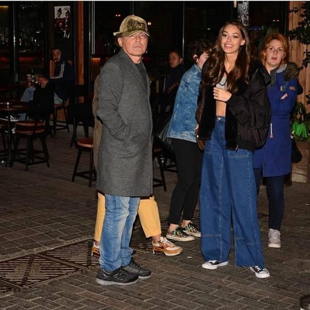 ✔️ Дилан Чичек Дениз вчера вечером была замечена с актером Энгином Гюнайдыном в ...
